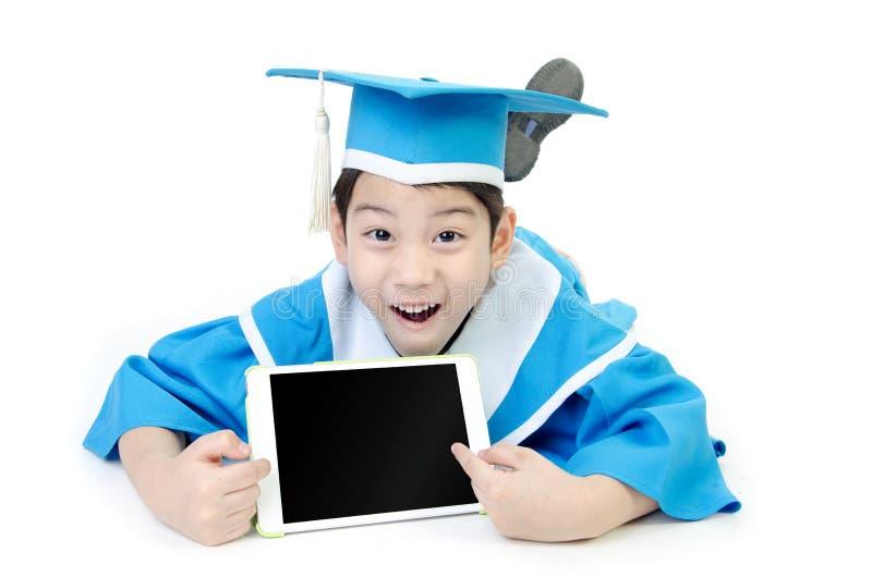 有片剂计算机的亚裔孩子 免版税库存照片