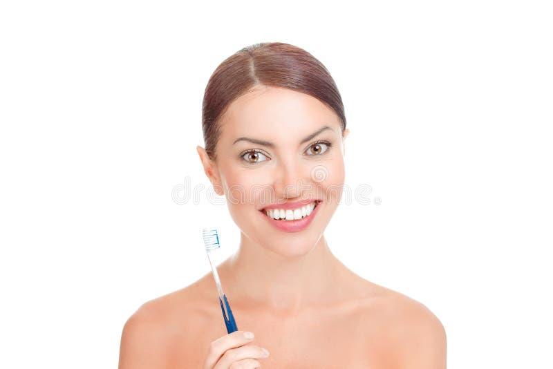 有牙刷的愉快的少妇 库存照片
