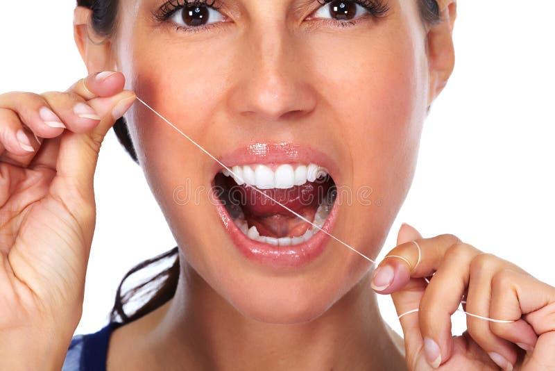 有牙线的妇女牙 库存照片
