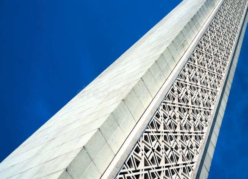 有特征模式装饰的白色尖塔 免版税库存图片