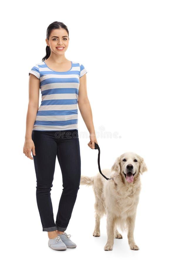 有狗的少妇 免版税库存照片