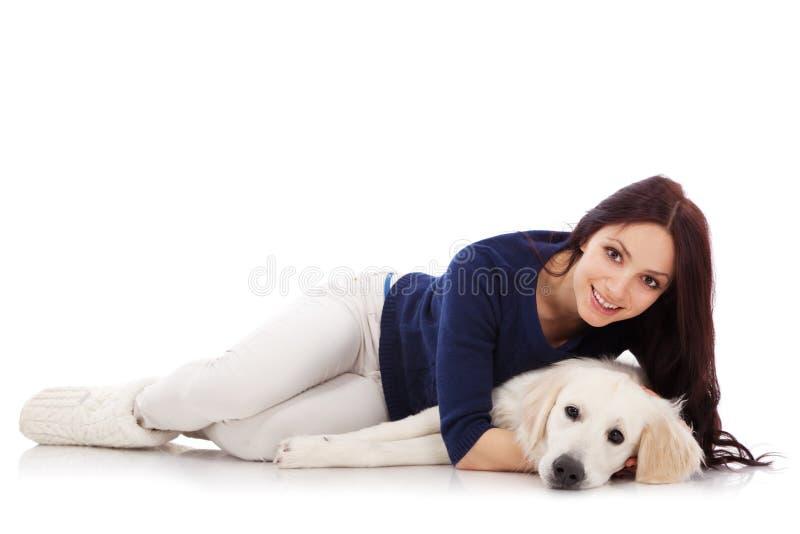 Download 有狗的美丽的少妇 库存图片. 图片 包括有 交配动物者, 头发, 国内, 背包, 女性, 敬慕, 人们, 快乐 - 30335935