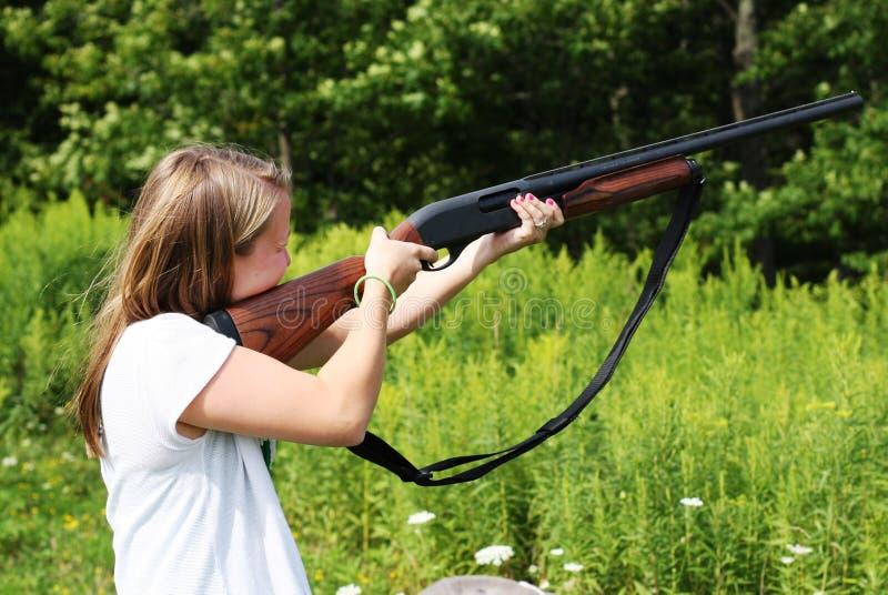 有猎枪的女孩 库存照片