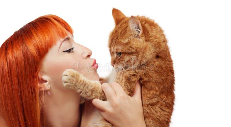 有猫的美丽的少妇 库存照片