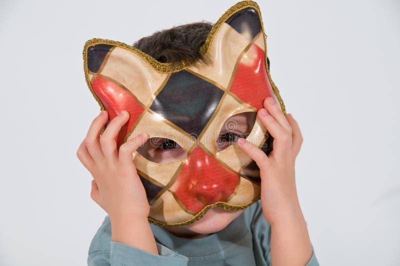 有猫面具的孩子 免版税库存图片