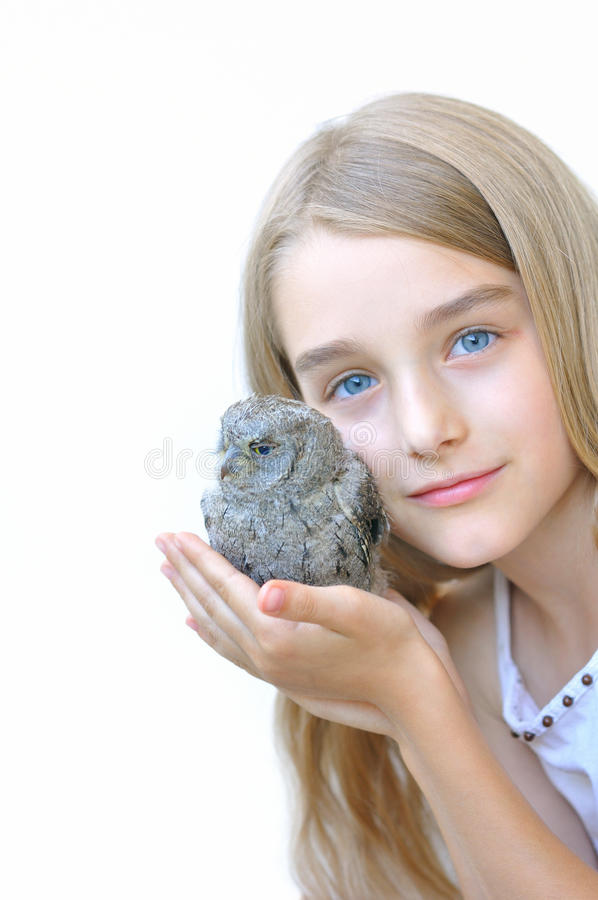 有猫头鹰的女孩 免版税库存图片