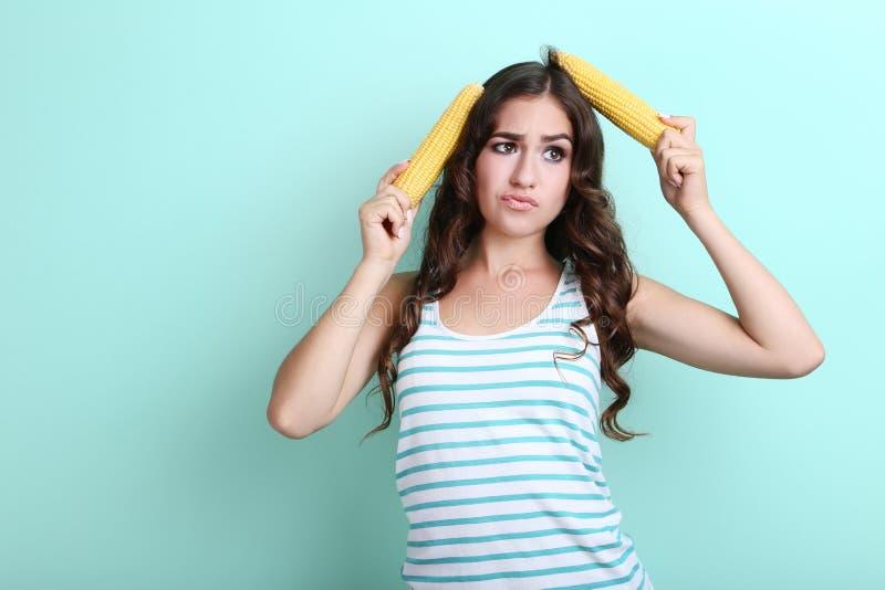 有玉米的妇女 免版税库存照片