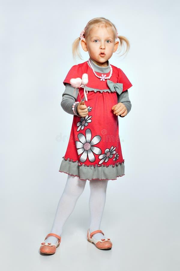 有玩具的女孩 免版税库存照片