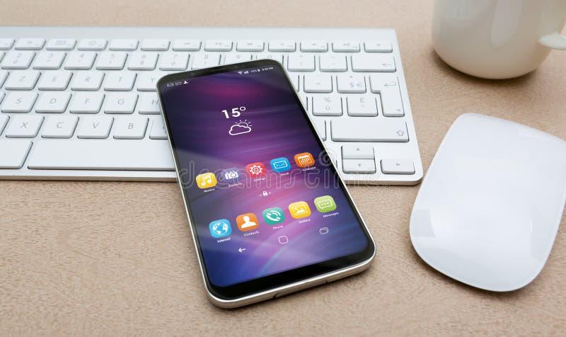 有现代手机大模型的工作场所 皇族释放例证