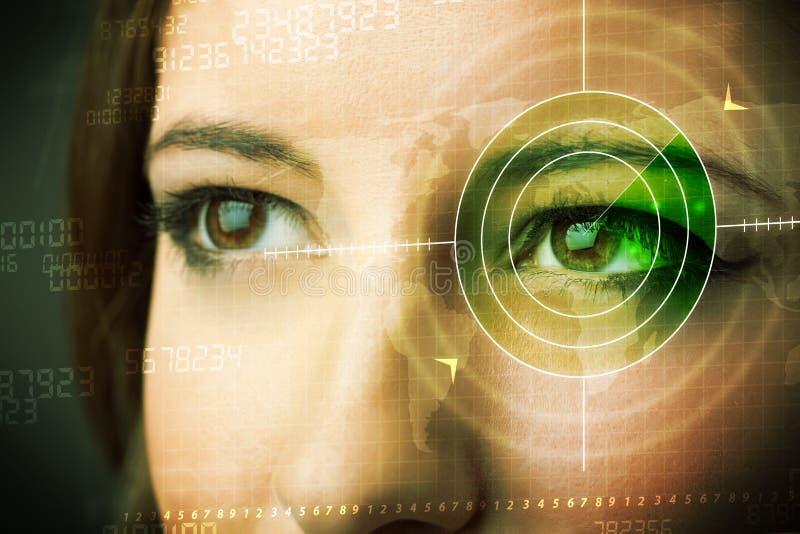 有现代军事目标眼睛的网络妇女 库存照片