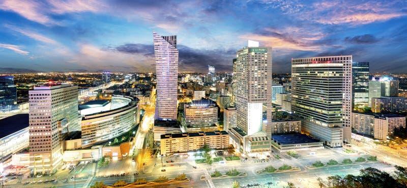 有现代摩天大楼的日落的,波兰华沙市 免版税图库摄影