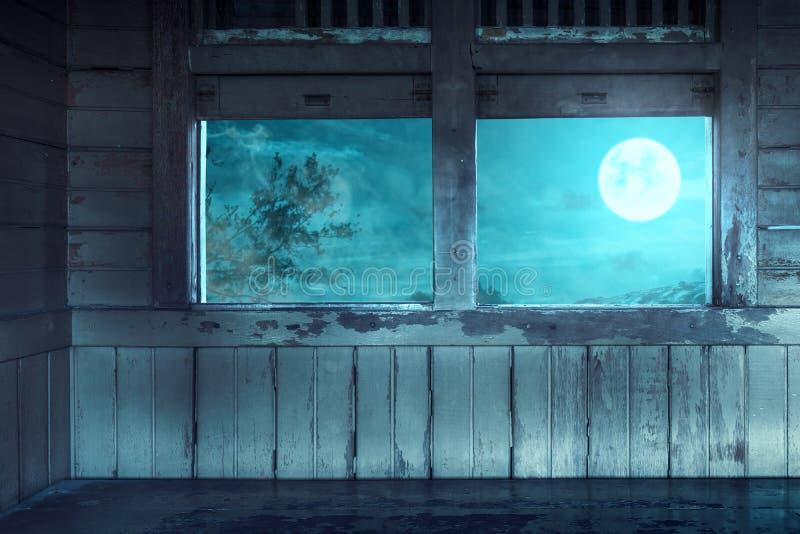 有玻璃窗和月光的鬼的老无盖货车 免版税库存照片