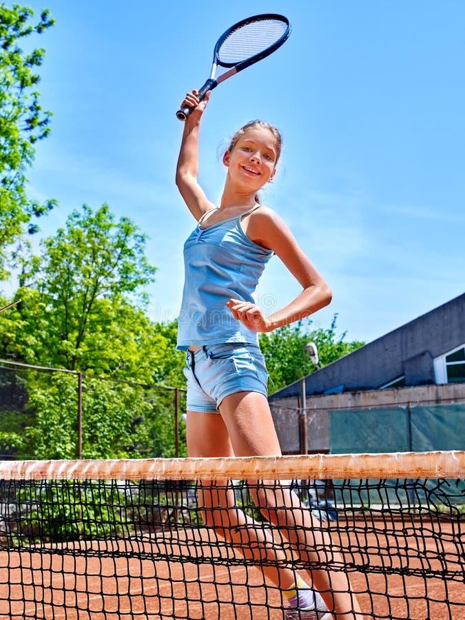 有球拍的女孩在网球的运动员和球 库存图片