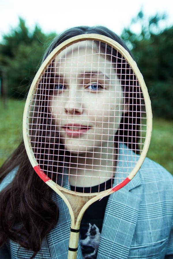 有球拍的女孩 库存照片