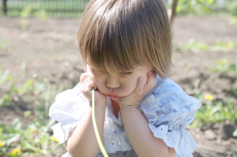 有甜面颊的阴沉的女孩被触犯 免版税库存图片