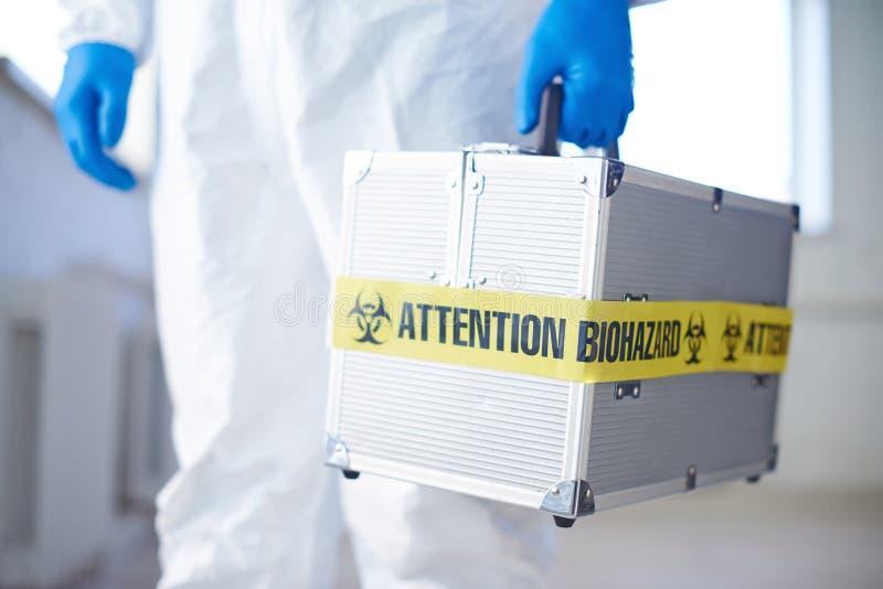 有生物危害品的手提箱 免版税库存照片