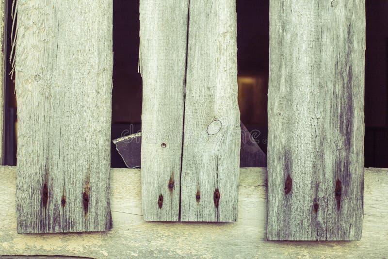有生锈的钉子的三个老木委员会 免版税库存图片