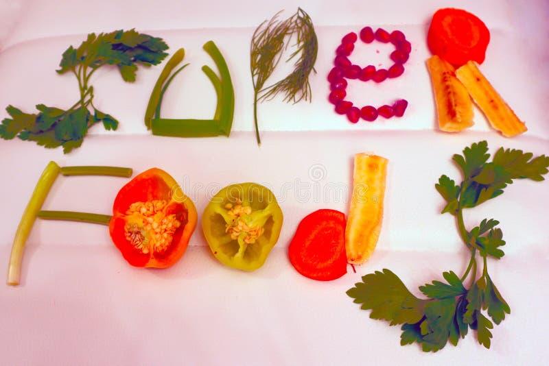 有用的产品、蔬菜和水果在题字,健康食物被计划 免版税库存照片