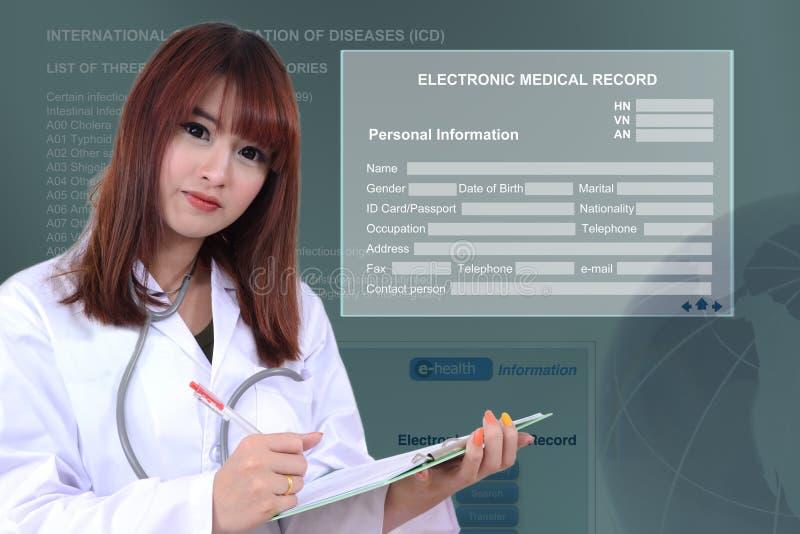 有电子病历的医生 免版税库存照片