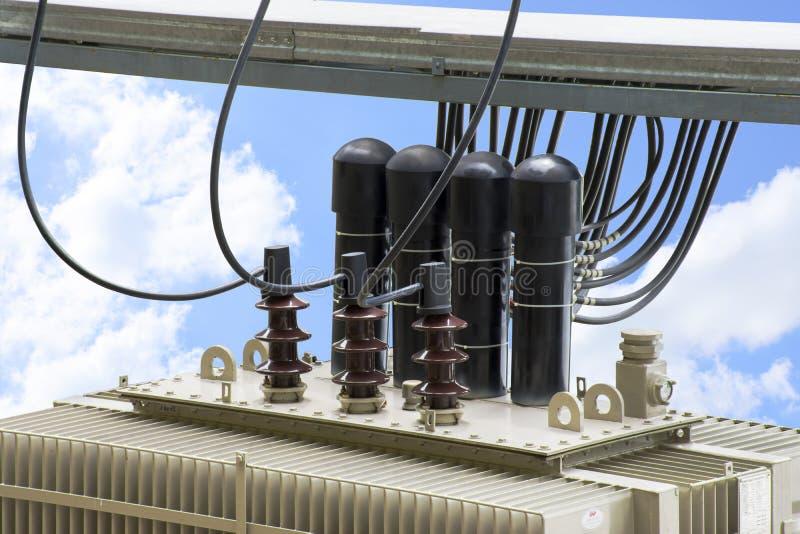 有电子绝缘材料的高压变压器和电 免版税库存照片