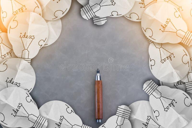 有电灯泡想法框架的木铅笔与拷贝空间 皇族释放例证