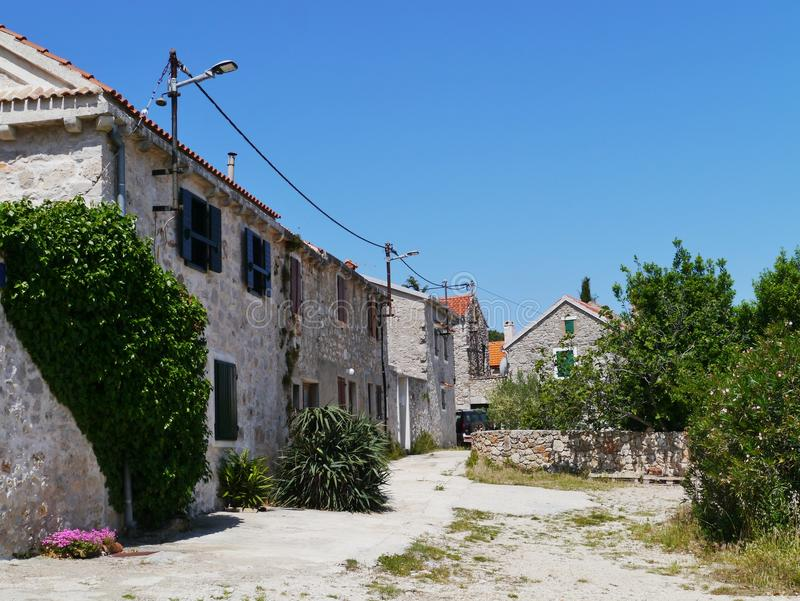 有电的家在一个克罗地亚村庄 免版税库存照片