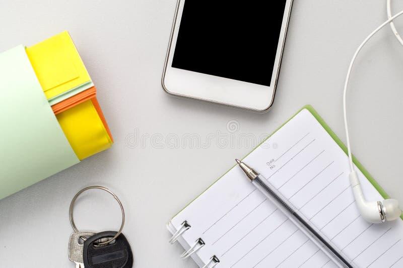 有电话和笔记薄的工作地点 库存图片