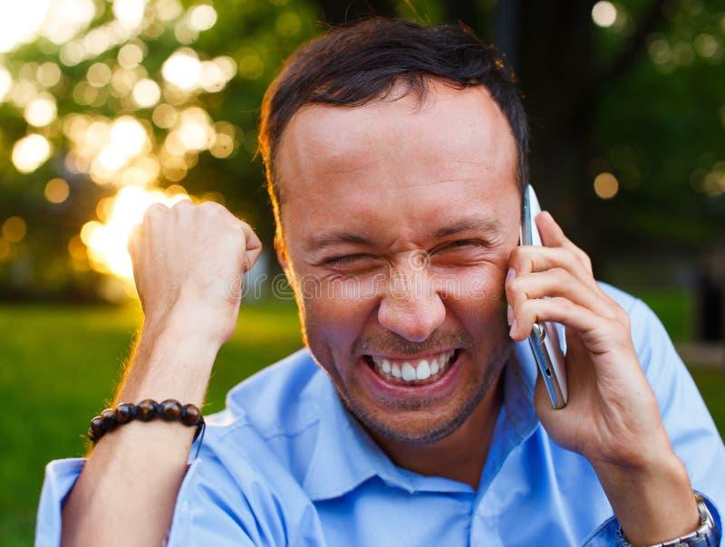 有电话的人 免版税库存照片