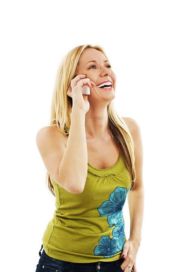 有电话的美丽的年轻白肤金发的妇女 库存图片