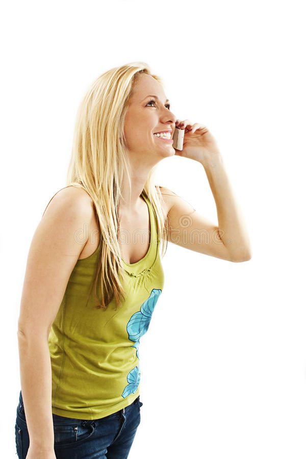 有电话的美丽的年轻白肤金发的妇女 免版税库存图片