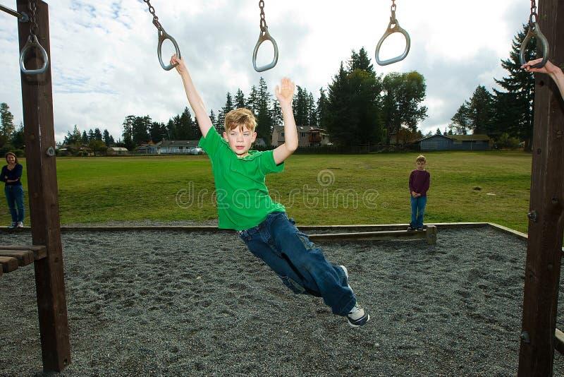 有男孩的乐趣公园年轻人 免版税图库摄影