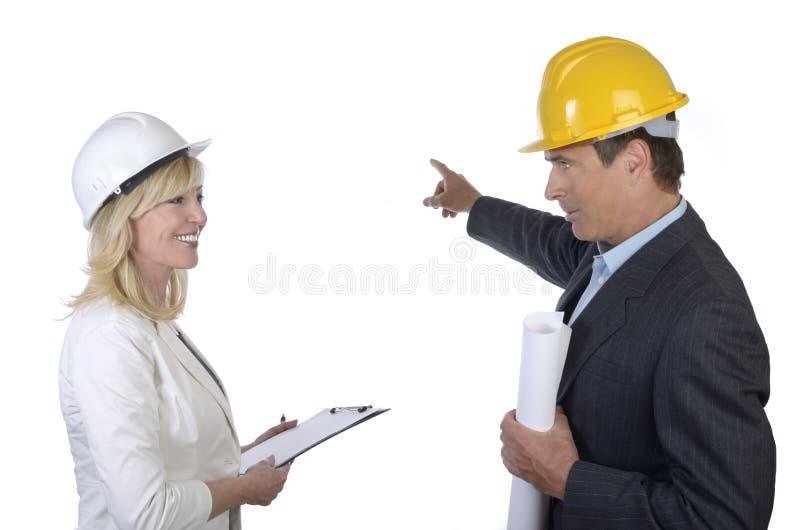 有男性和女性的建筑师谈话 库存照片