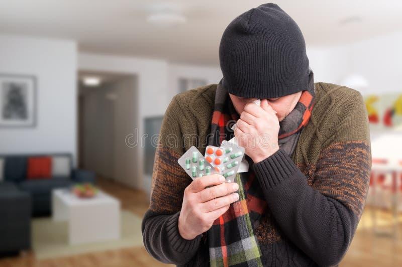 有病的人窦炎和吹的鼻子 图库摄影