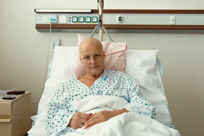 有癌症的妇女病人在医院 库存图片