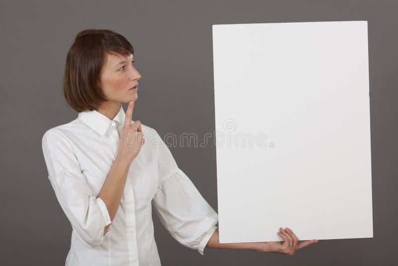有白板的认为的妇女 库存照片