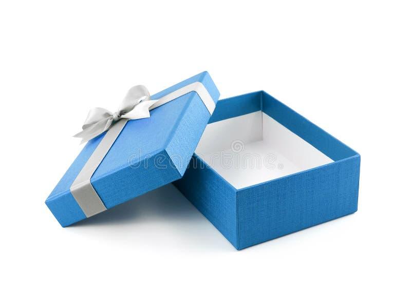 有白色丝带弓的开放和空的蓝色礼物盒在白色背景 库存照片
