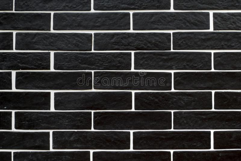 有白色填水泥的黑砖瓦片 库存图片