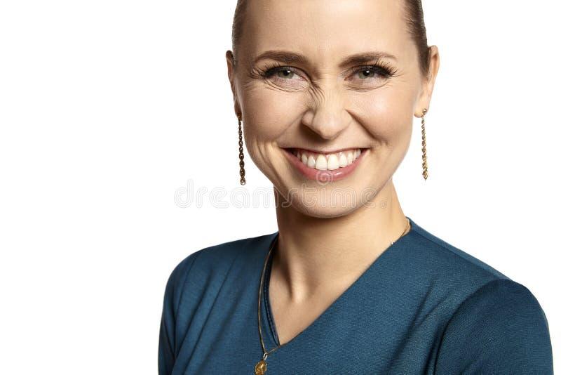 有白色微笑的妇女 图库摄影