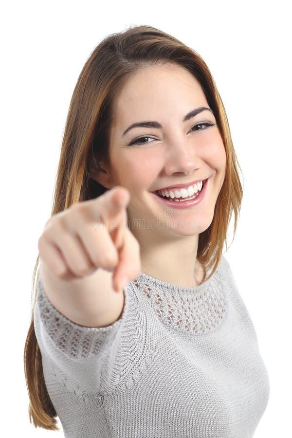 有白色微笑的滑稽的少年女孩指向您的 库存照片