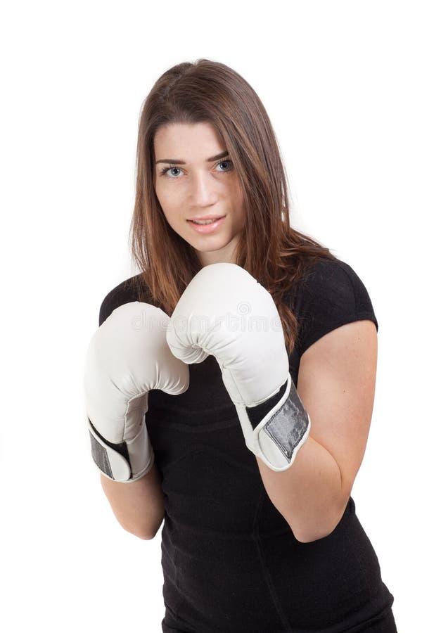 有白色拳击手套的年轻美丽的妇女 库存照片