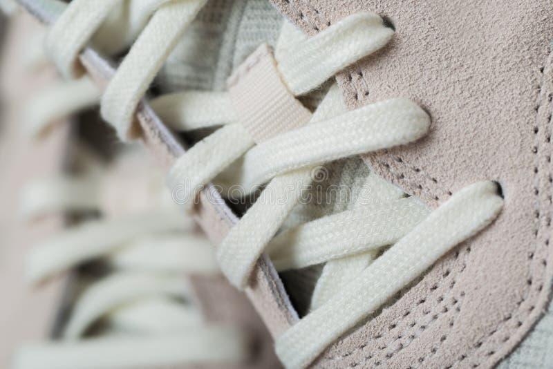 有白色鞋带的运动鞋 库存照片
