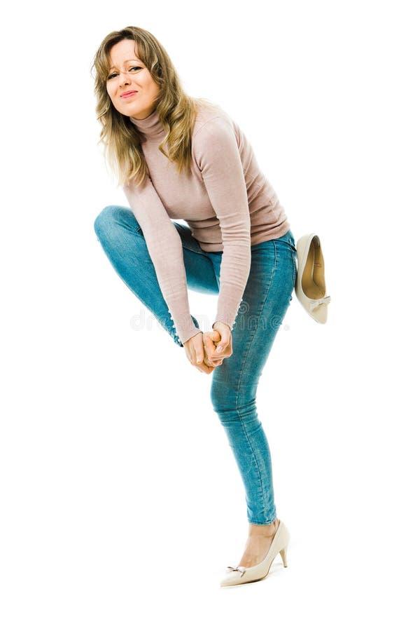 有的女商人难受的高跟鞋-在脚的老茧 免版税库存照片