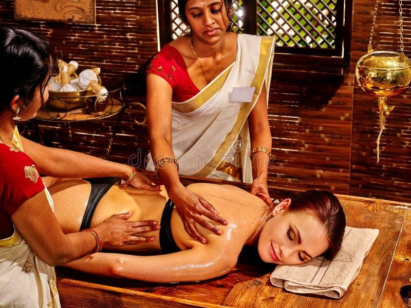 有的妇女Ayurvedic温泉处理 库存图片