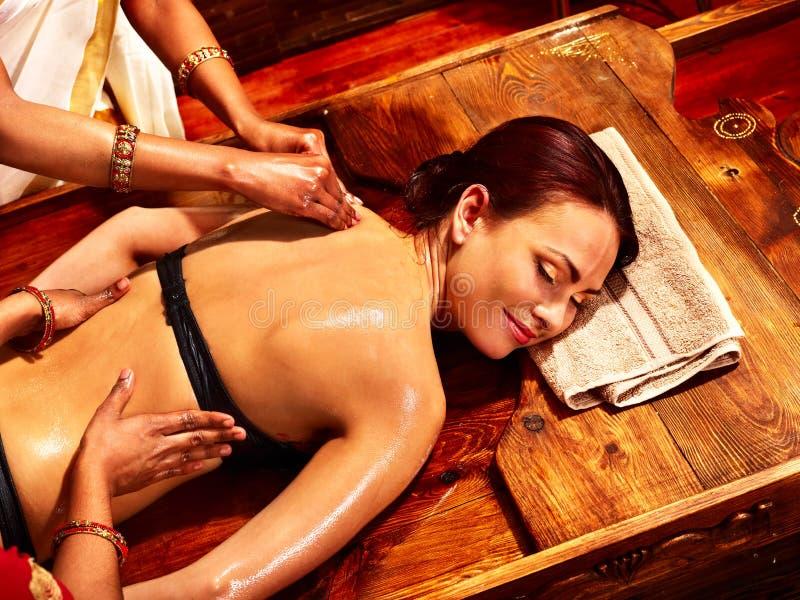 有的妇女Ayurvedic温泉治疗。 库存照片