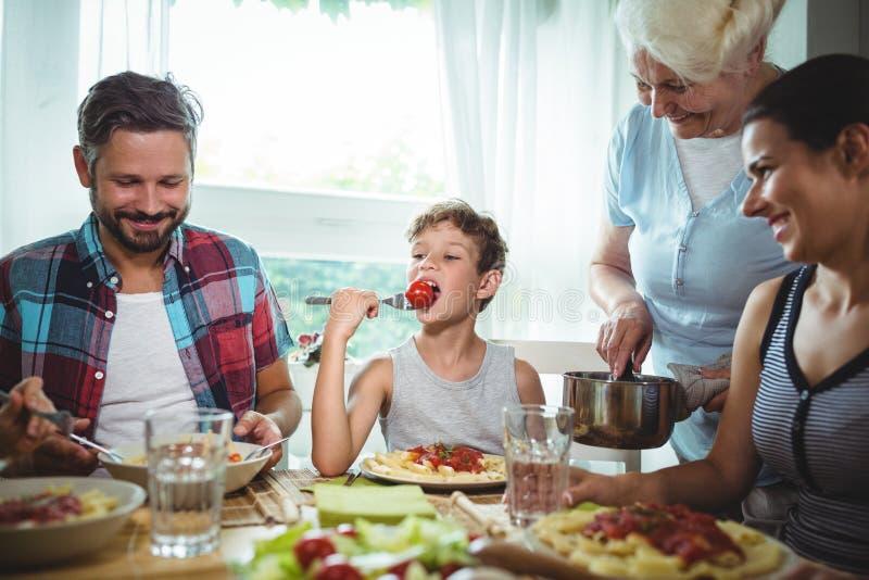 有的家庭膳食一起 库存图片