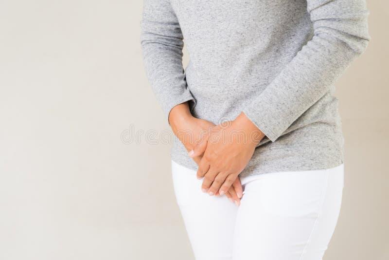 有的少妇痛苦的stomachache 免版税库存图片