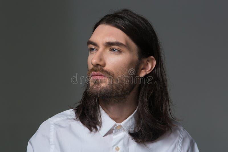 Download 有的胡子和看长的头发的严肃的人 库存照片. 图片 包括有 brunhilda, 衬衣, 头发, 白种人, 查找 - 62536478