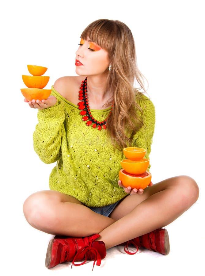 有的逗人喜爱的少妇橙色果子 图库摄影