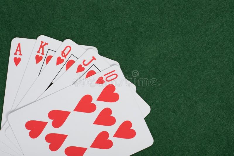 有皇家同花顺的赢取的纸牌游戏手 库存图片