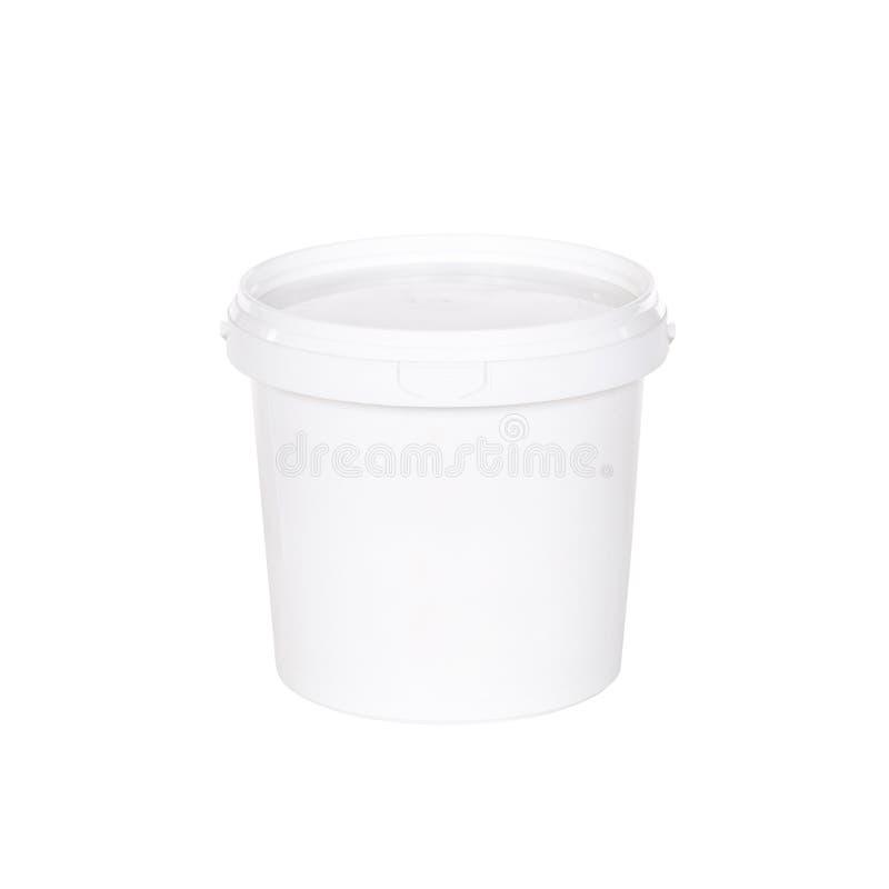 有盒盖的白色塑料桶在白色背景 库存照片